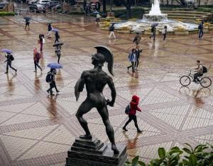 tommy trojan raining_20153